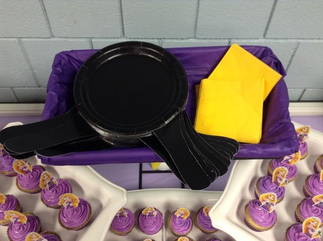 rapunzel-skillet-plates-cupcakes